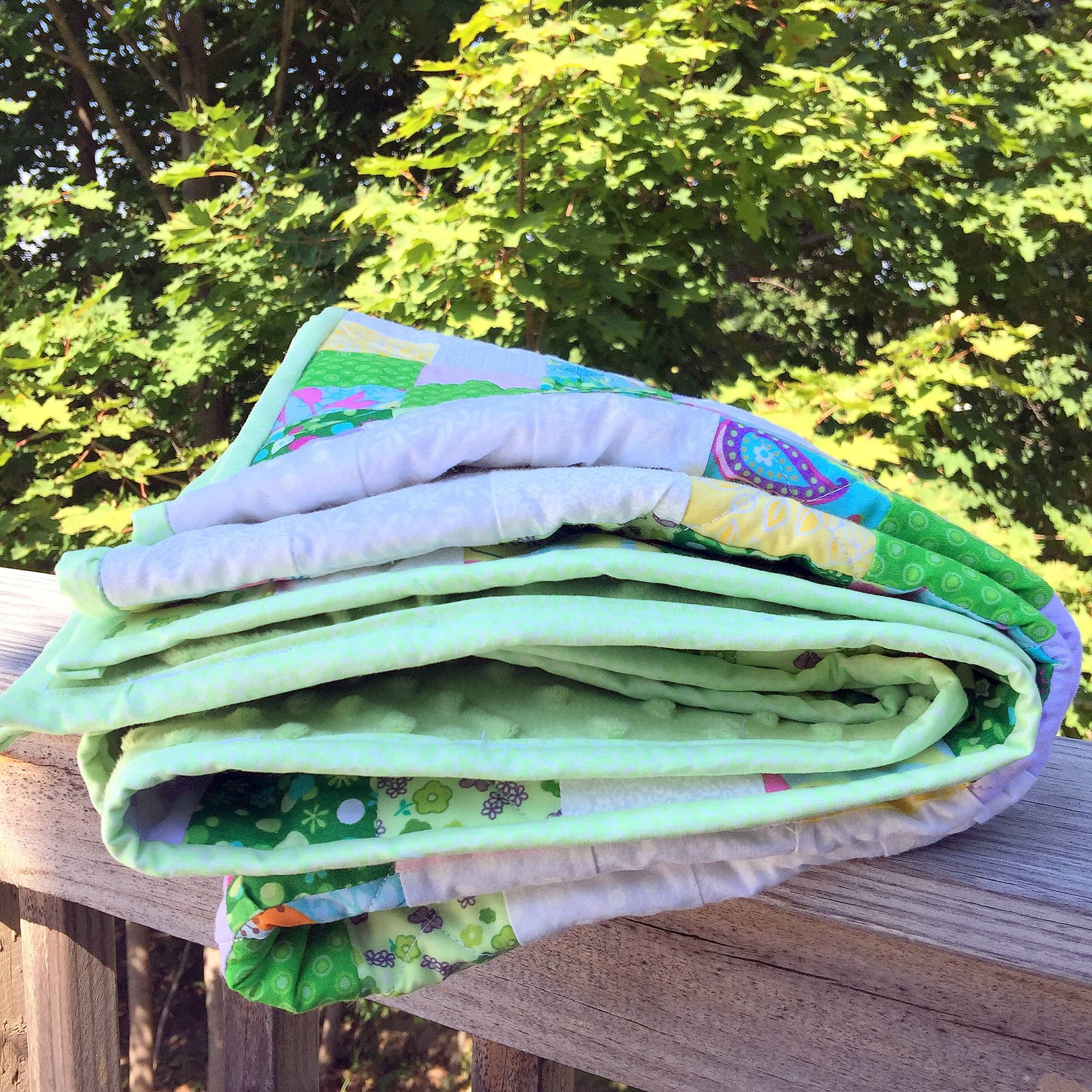 baby quilt in the summer sun!