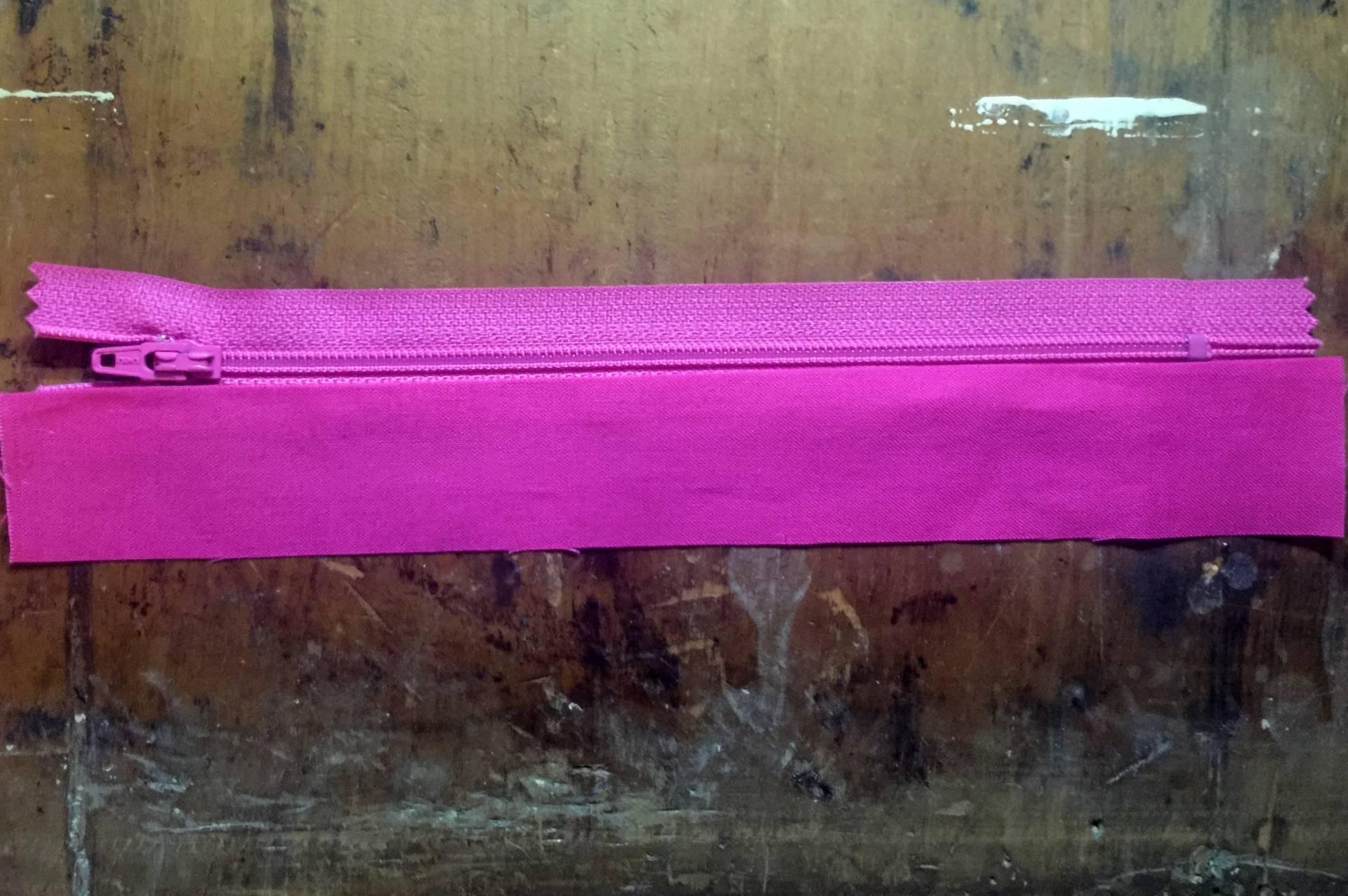 Vinyl Zip Pouch tutorial, preparing the zipper