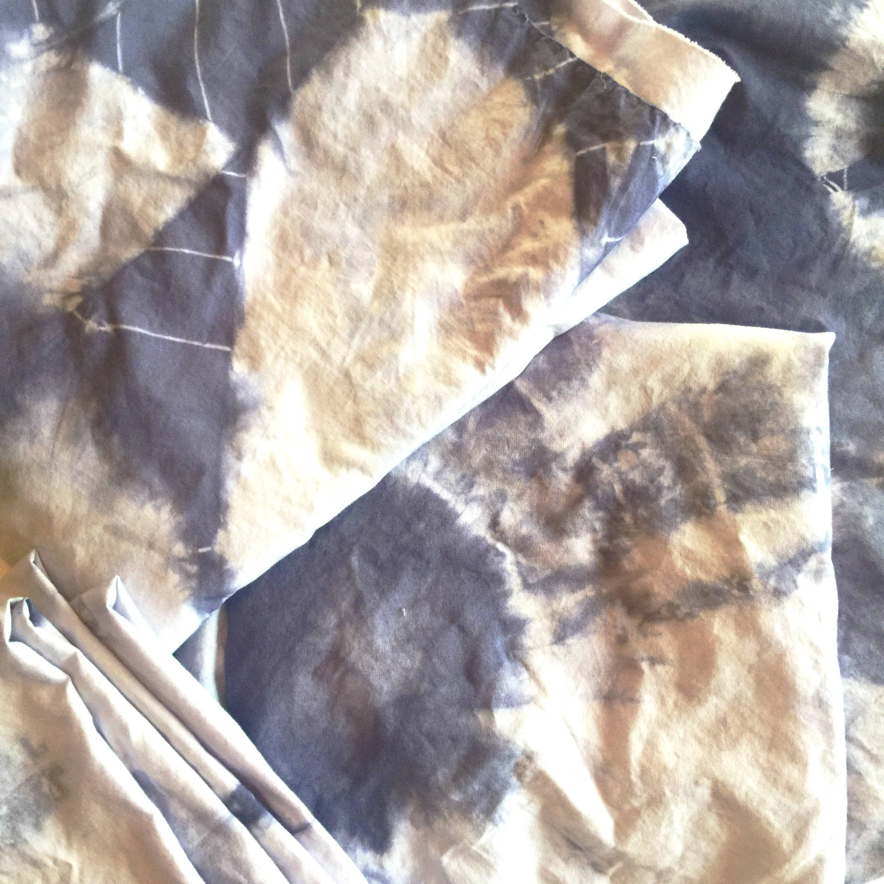 white sheet from goodwill turned into fun tiedye quilting fabric!