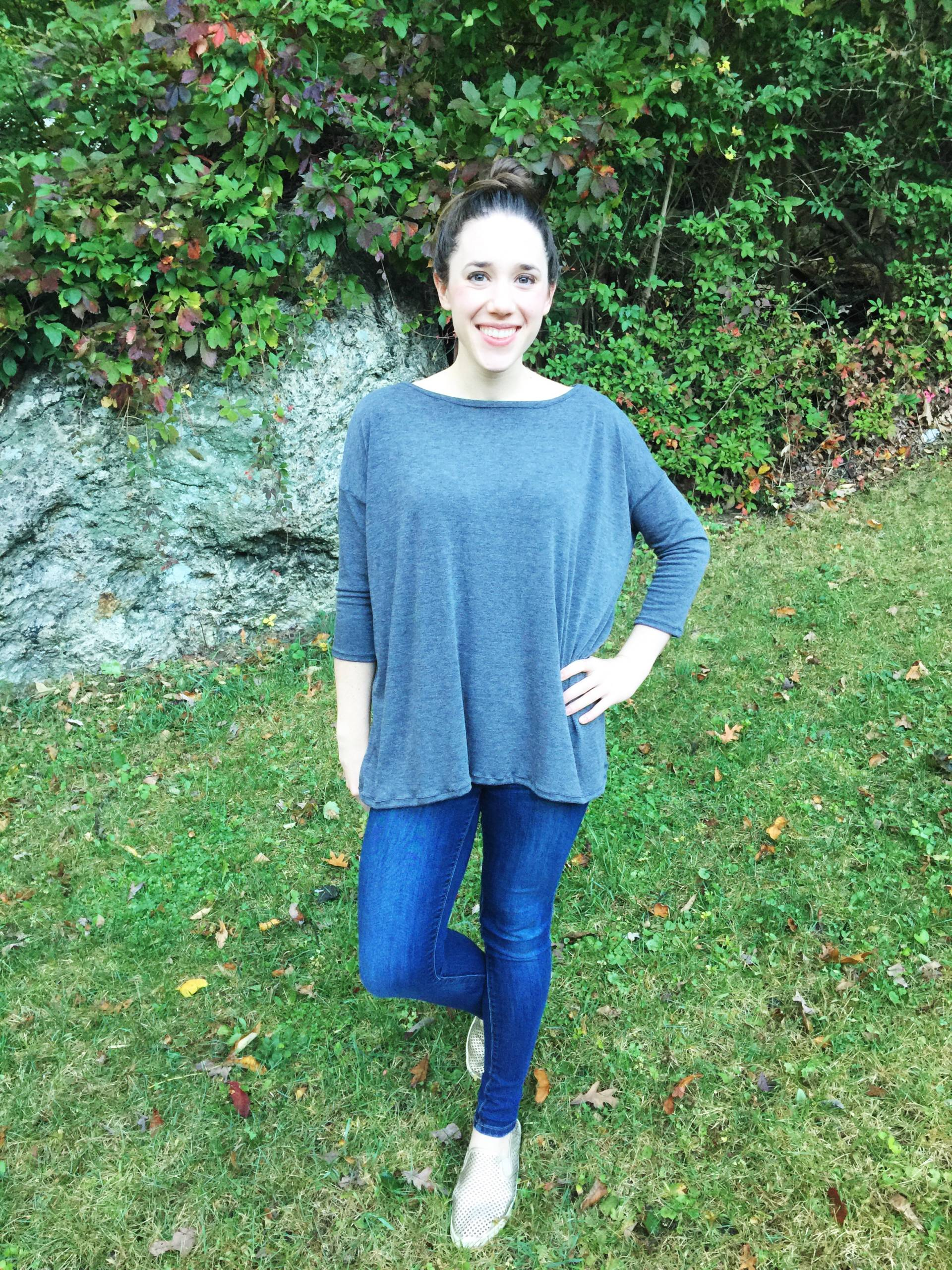 Sewing with Knits: Great FREE pattern for a sllouchy tee. Super simple and perfect for practicing with knits!