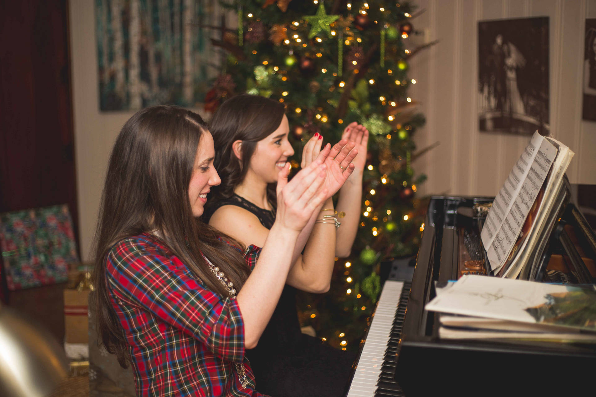 The Laurel Dress in Plaid - playing piano with my sister during Christmas Eve 2015