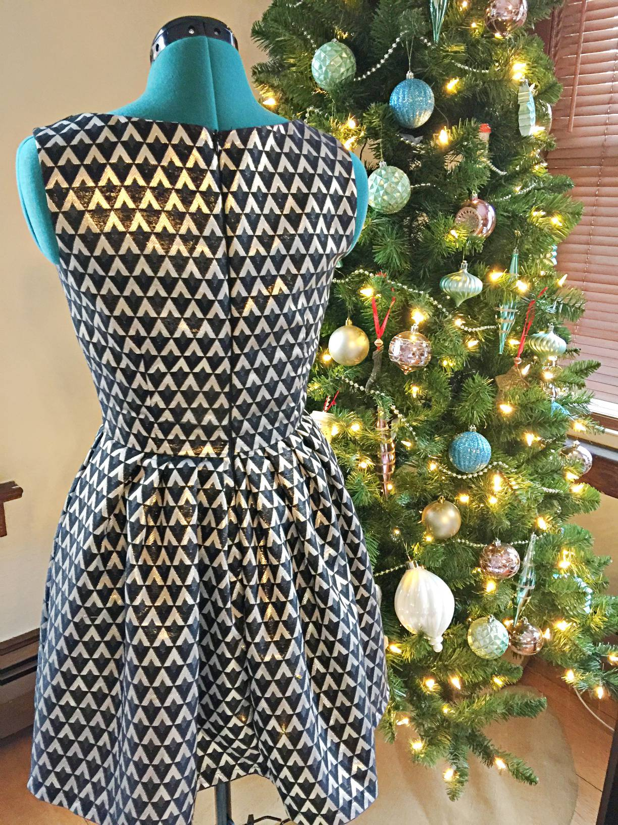 Simplicity 1873 in Gold and Black for a Christmas Eve party Dress