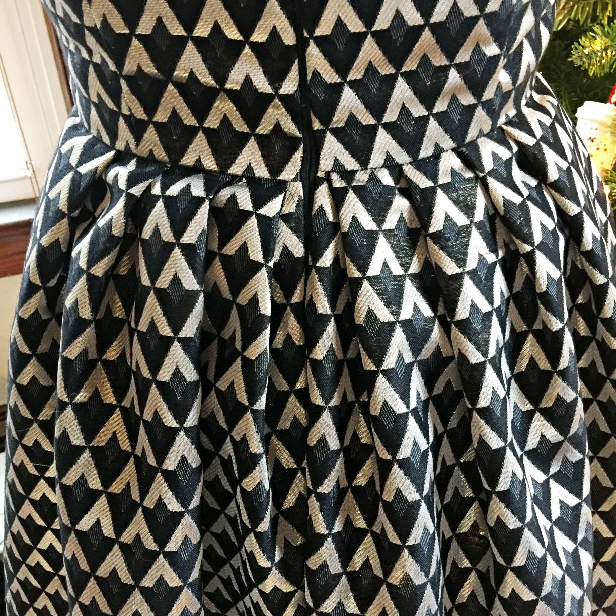 pleated skirt bottom for simplicity 1873 by mostlysewing in gold and black brocade fabric