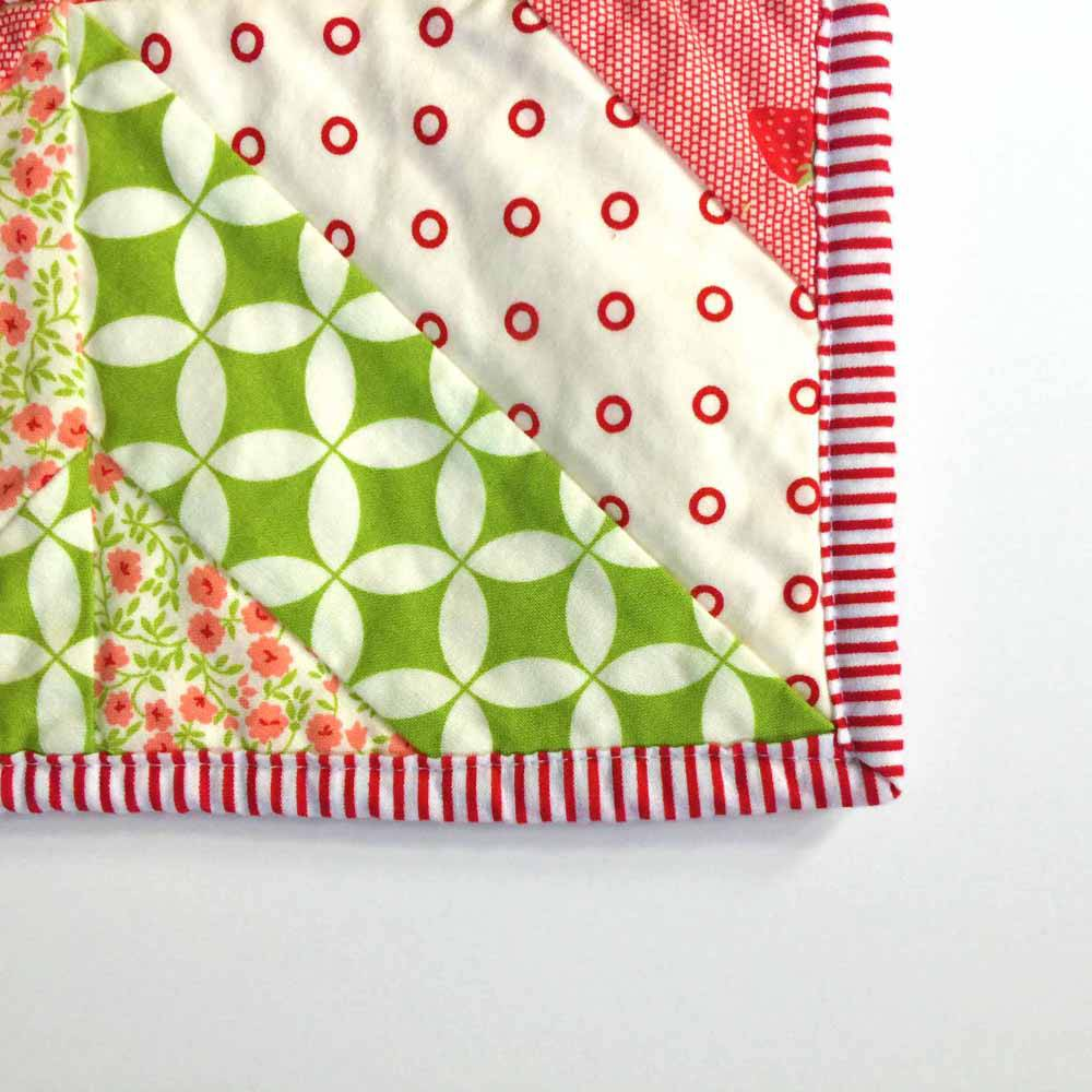 perfect corners onthe garden trellis lap quilt jelly roll quilts by mostlySewing.com