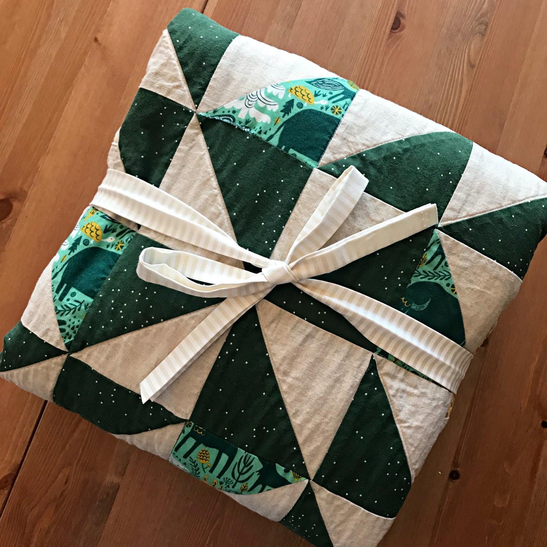 HST Triangle + Linen Quilt